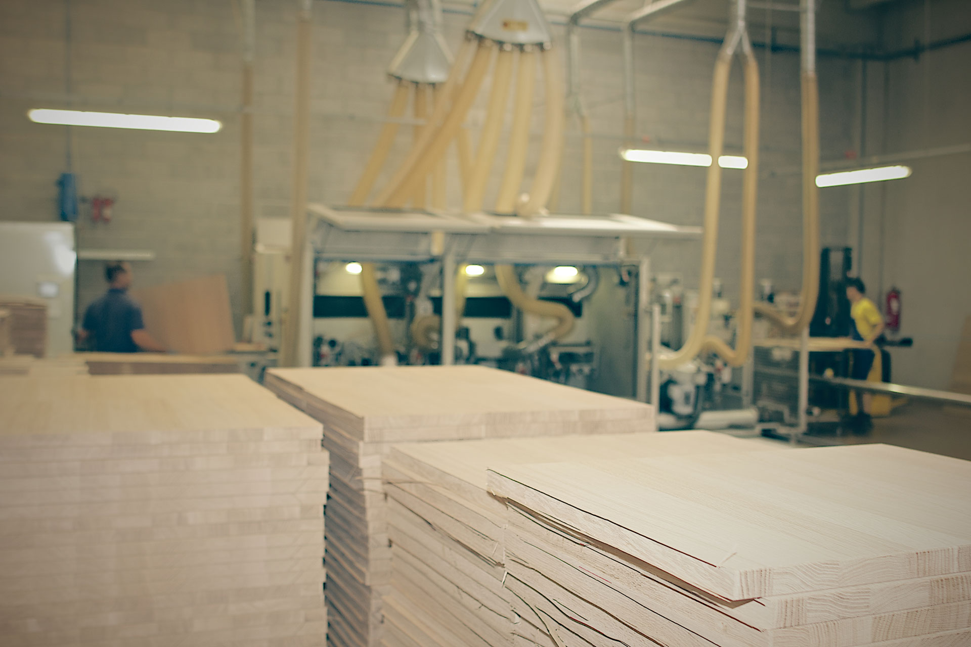 Canevese produzione ante impiallacciate e componenti per - Ante per mobili ...